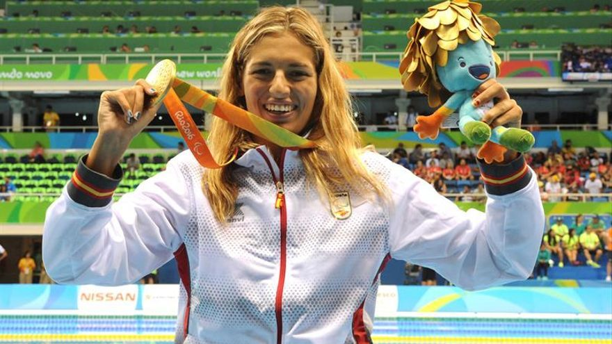 La atleta española y ganadora del oro, Michelle Alonso, tras ganar en la categoría braza femenino100m SB14 en los Juegos Paralímpicos Río 2016 en Río de Janeiro (Brasil). EFE/JAVIER REGUEROS/CPE/SOLO USO EDITORIAL/NO VENTAS