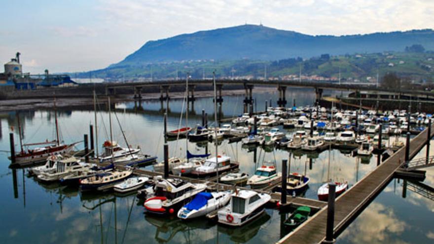 Los honorarios pendientes de cobro guardan relación con el proyecto de construcción de la segunda fase del puerto deportivo.