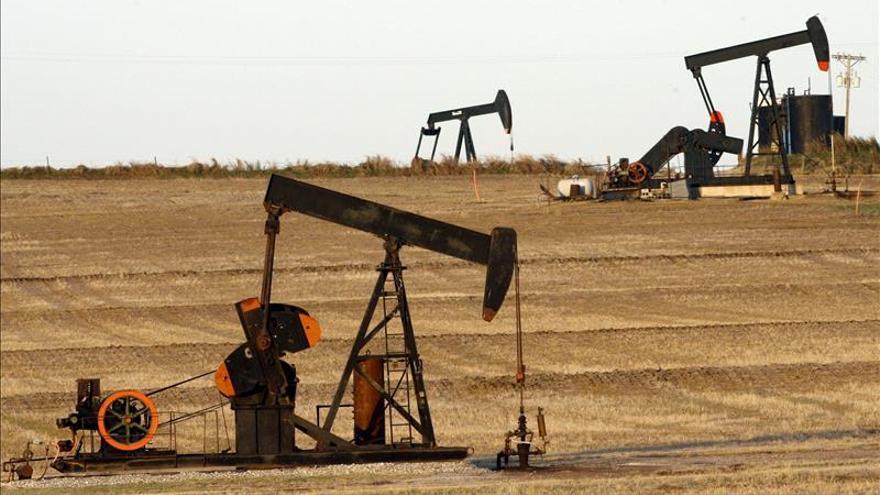 El petróleo de Texas cae un 4,90 por ciento y cierra en 35,52 dólares el barril