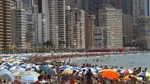 Más turistas atendidos por los mismos trabajadores: la precariedad sostiene el boom del turismo
