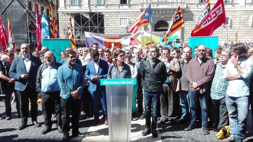 ANC y Òmnium llaman a los ciudadanos a concentrarse el domingo ante los ayuntamientos