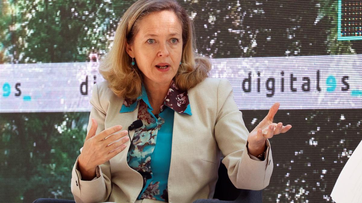 La vicepresidenta segunda y ministra de Economía, Nadia Calviño durante la IV edición de DigitalES Summit 2021 celebrada en el jardín Botánico de Madrid este miércoles. EFE/Zipi
