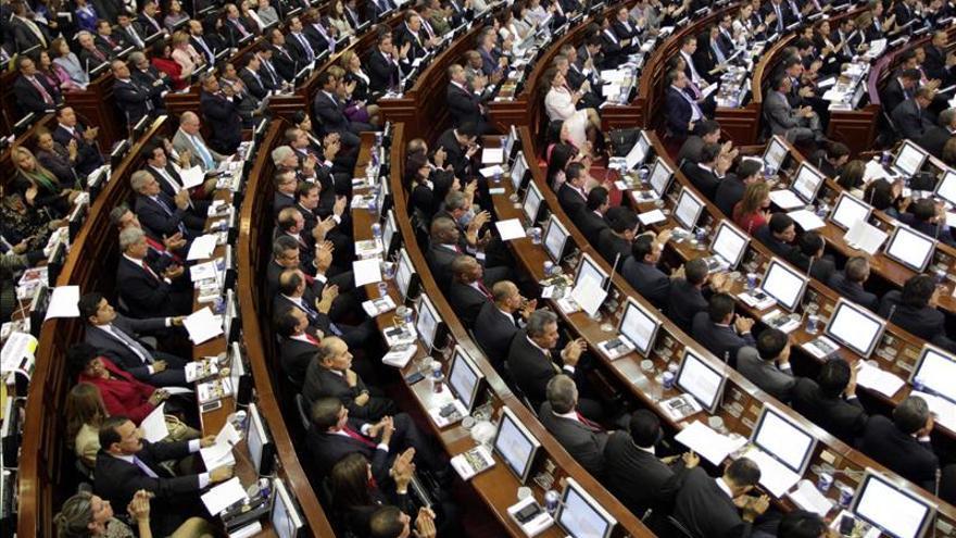 El Senado colombiano asciende a cinco militares acusados de violar Derechos Humanos