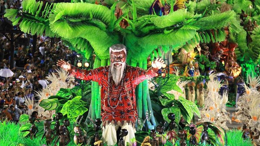 Un polémico desfile financiado por Guinea Ecuatorial gana en el carnaval de Río