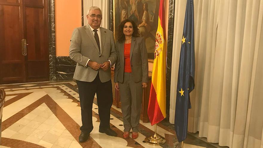 El consejero Ramírez de Arellano y la ministra María Jesús Montero