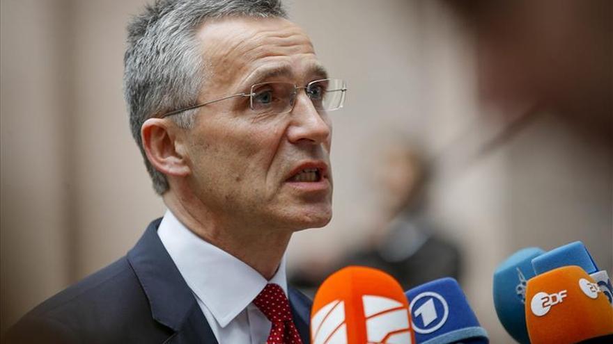 La OTAN, dispuesta a participar en la misión naval de la UE contra las mafias migratorias