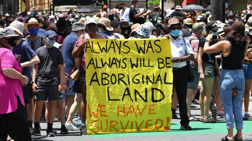 Miles de australianos protestan contra el día nacional pese a la covid