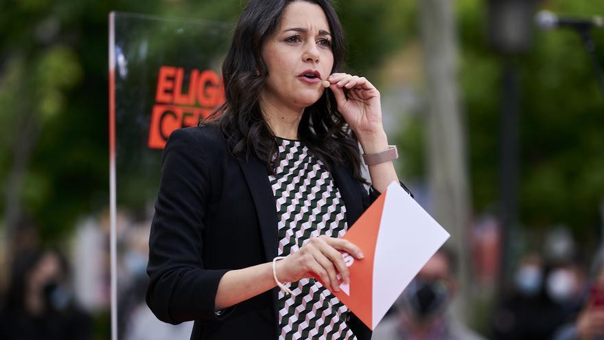 La presidenta de Ciudadanos, Inés Arrimadas, en un acto electoral en la Plaza de Chamberí de Madrid.