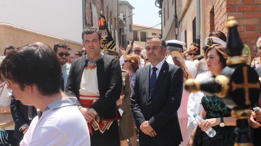 José Vicente Amor, a la izquierda junto al delegado del Gobierno, José Julián Gregorio