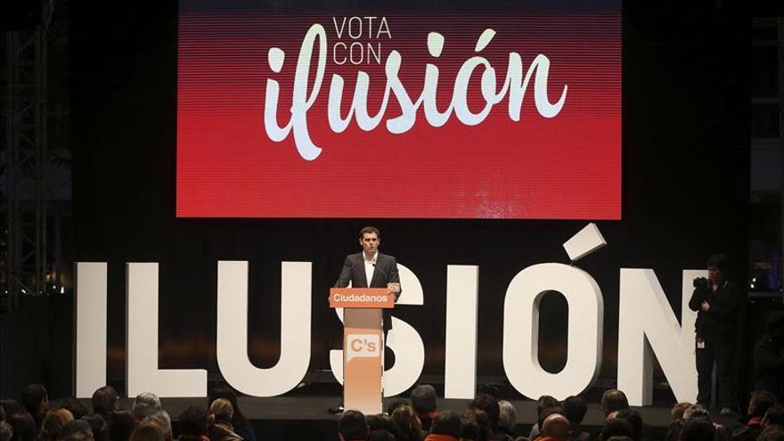 """Rivera pide a PP y PSOE que se """"mojen"""" y digan que harán si Ciudadanos gana el 20D"""