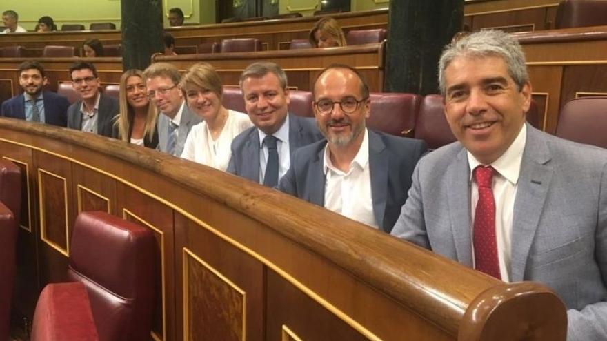 El PSOE baraja un texto alternativo a la moción de Convergència que busca que el Congreso dé salida al tema catalán