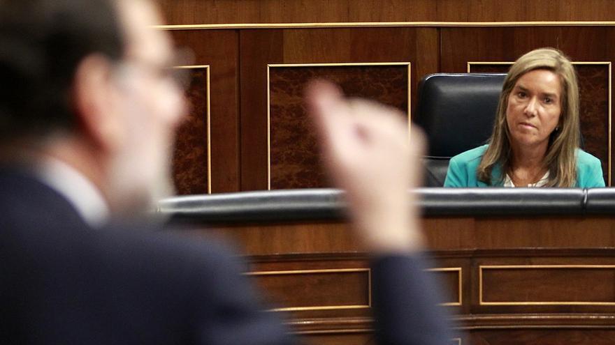Mariano Rajoy y Ana Mato, en el Congreso. / Efe