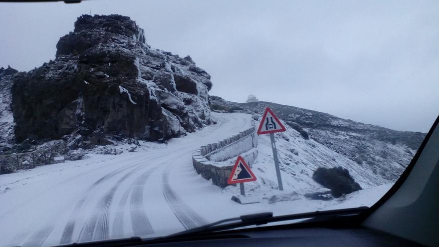En la imagen, carretera de acceso al Roque, tramo de Los Andenes, en la mañana de este viernes.