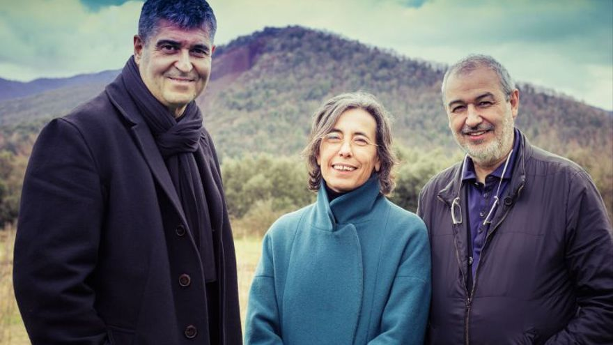 Rafael Aranda, Carme Pigem y Ramon Vilalta. Foto: Javier Lorenzo Domínguez (EFE)