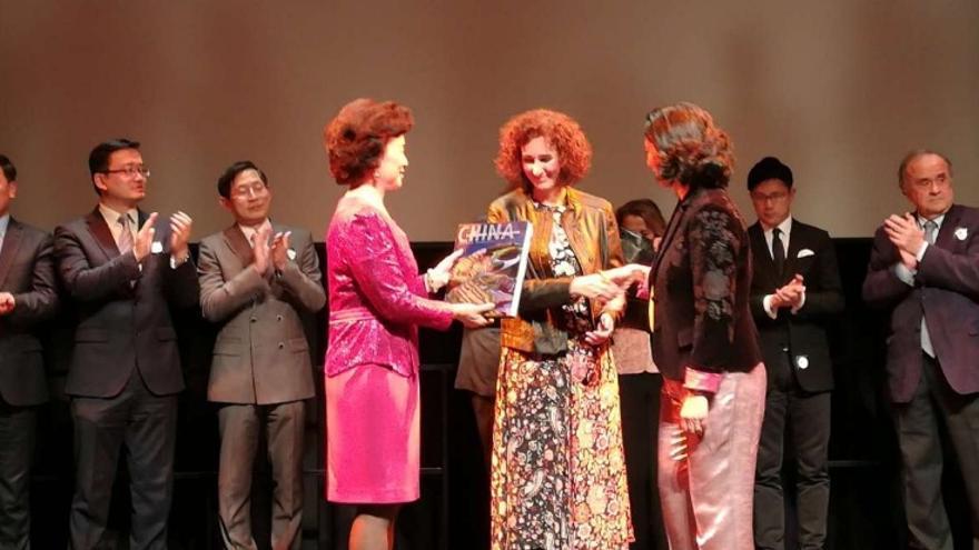 La consejera de Economía e Infraestructuras, Olga García, en representación de la Junta de Extremadura, recibió el reconocimiento de China Club Spain