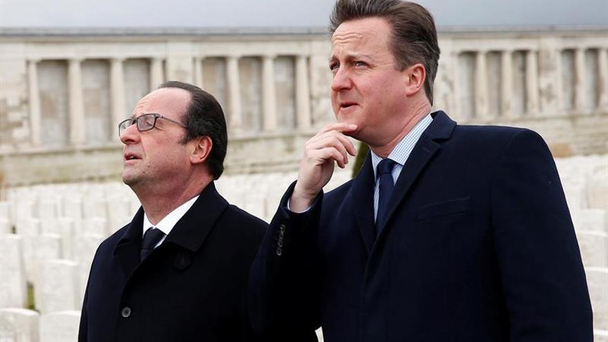 Hollande y Cameron se reúnen en Amiens para abordar la crisis migratoria
