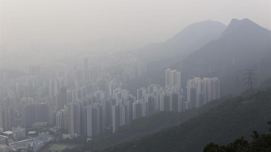 Fábricas cerradas y límites al tráfico por contaminación en el norte de China