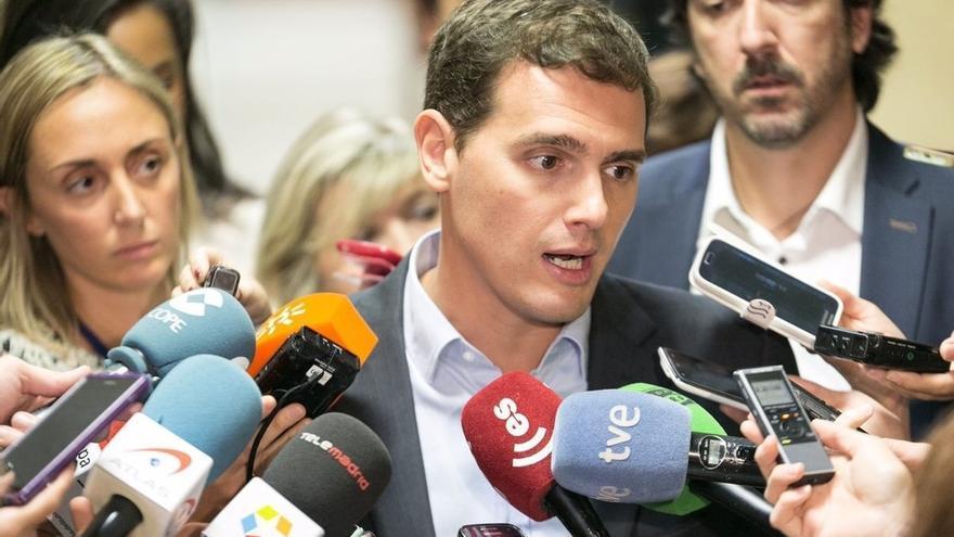 """Rivera expresa su apoyo a Felipe González tras el escrache en una universidad y rechaza la """"España sectaria"""""""