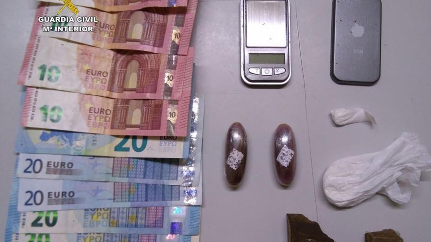 Detenido de nuevo el cliente de un bar de Muñorrodero cuando escondía droga en el frigorífico