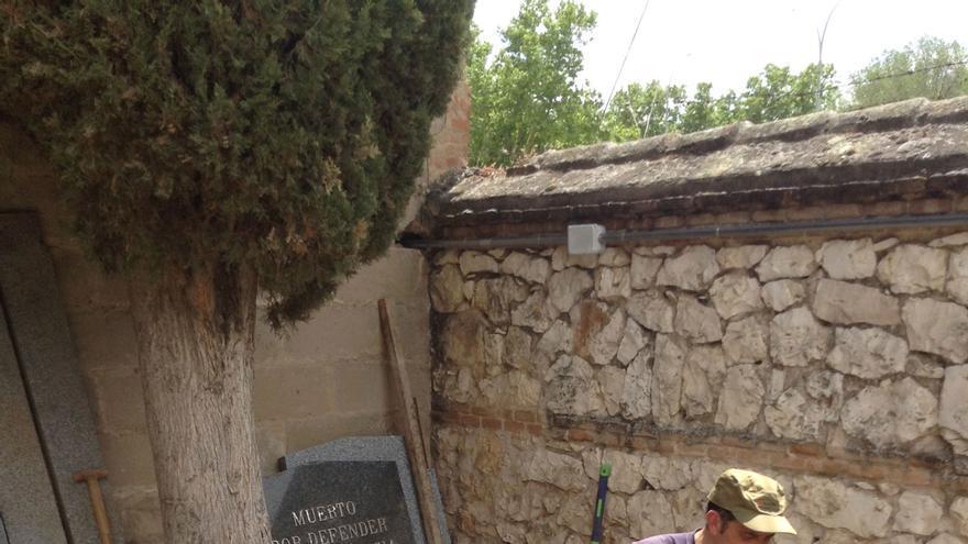 Los arqueólogos trabajan en la fosa número 1 del cementerio de Guadalajara