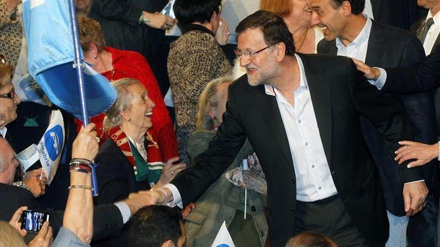 Rajoy avisa que el 24M se eligen gobernantes y no tertulianos o comentaristas
