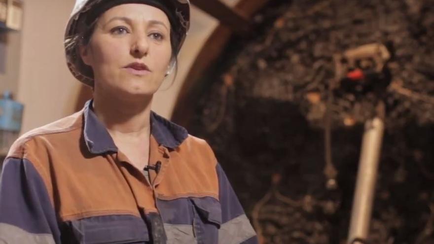 Una mujer minera