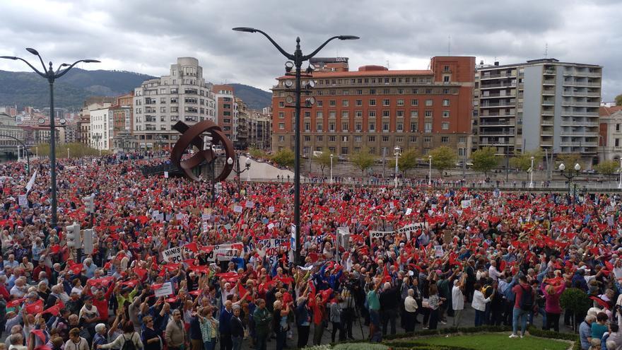 La manifestación pensionista de Bilbao alcanza la plaza del Ayuntamiento