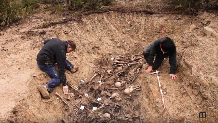 Trabajos de exhumación en la fosa de Olave
