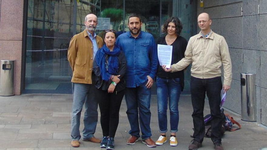 Los firmantes de la denuncia ahora archivada, tras presentarla en el juzgado de guardia
