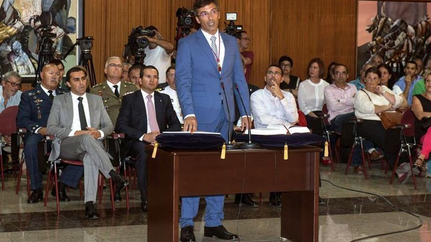 Pedro San Ginés, durante la toma de posesión como presidente del Cabildo de Lanzarote (EFE/Javier Fuentes)