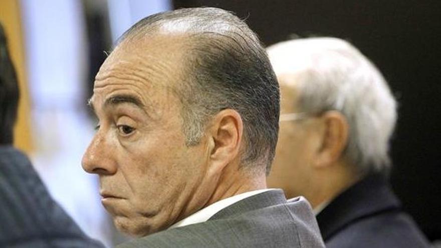 Miguel Zerolo, en el banco de los acusados, durante el juicio por el caso Las Teresitas en Santa Cruz