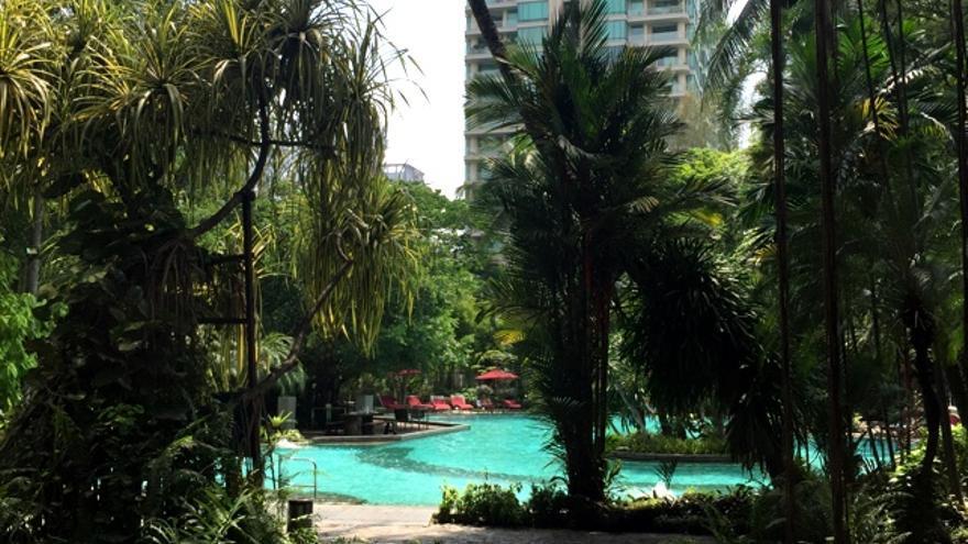 Piscina del Nai Lert Park Hotel en Bangkok, Thailandia. Foto: Jordi Sabaté.