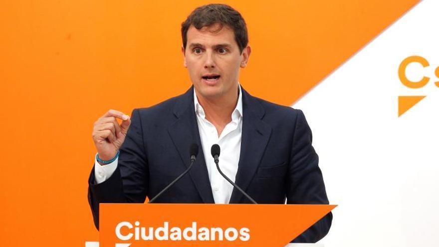Rivera cree que Sánchez e Iglesias compiten en subir impuestos a los trabajadores