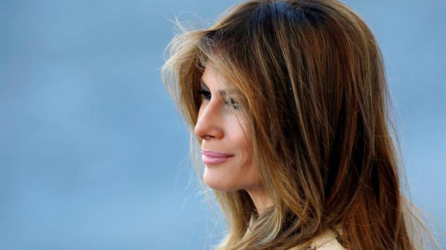Mujer de EE.UU. se somete a nueve operaciones para parecerse a Melania Trump