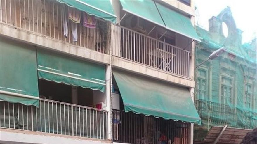 Vecinos y PAH Valencia concentrados para evitar el desahucio/ PAH Valencia
