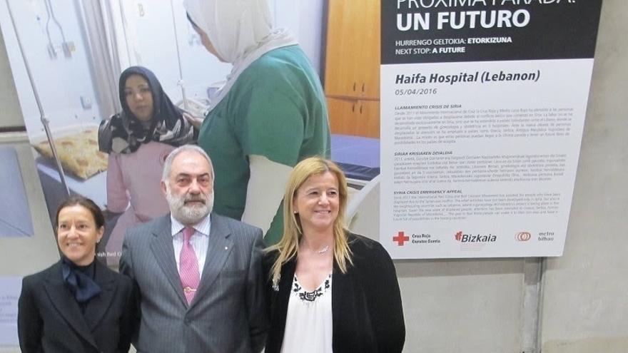 Diputación de Bizkaia, Cruz Roja y Metro reeditan la exposición fotográfica sobre la crisis de personas refugiadas