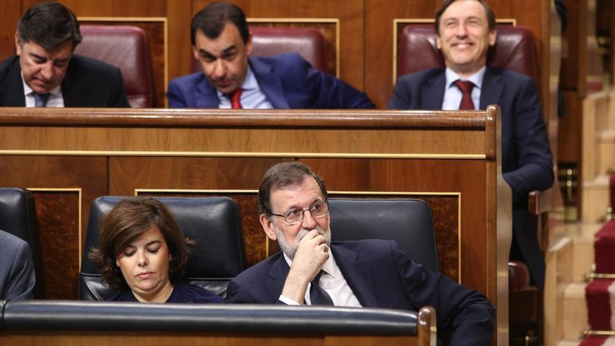 Rajoy y Santamaría durante una sesión en el Congreso