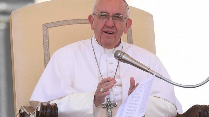 """El papa pide a los colombianos tratarse """"como hermanos"""" para cimentar la paz"""