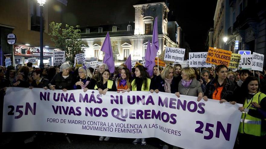 Miles de personas marchan en 50 ciudades contra la violencia machista