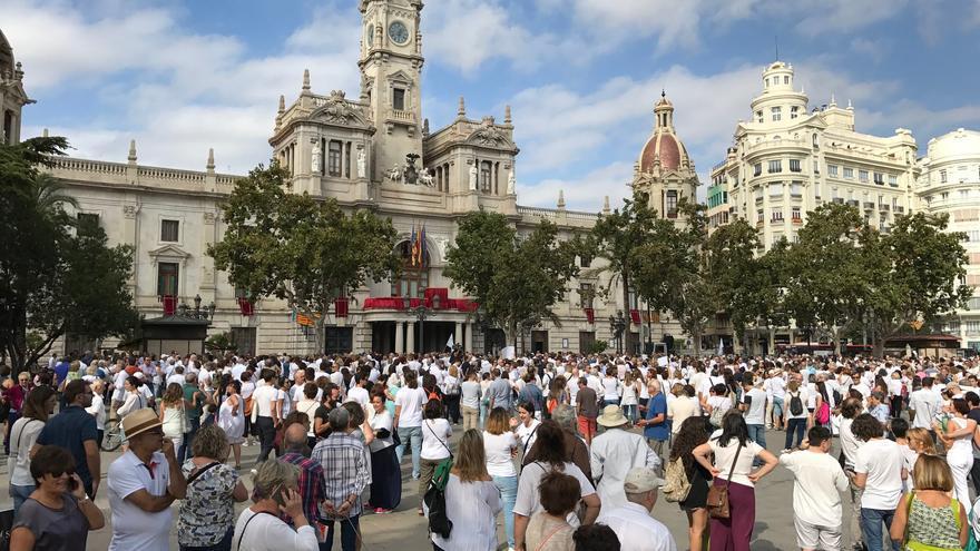 Concetración Parlem? en València.