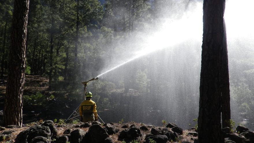 Imagen de archivo del curso de defensa contra incendios en la interfase urbana forestal en el Parque Nacional de la Caldera de Taburiente.