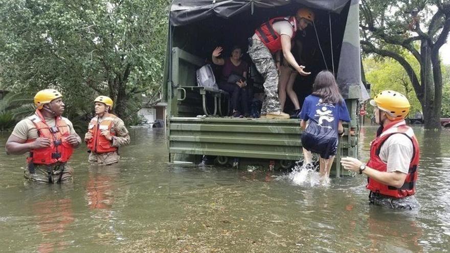"""La tormenta Harvey continúa arrojando lluvias """"catastróficas"""" sobre Texas"""