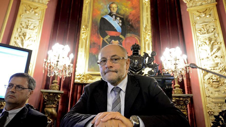 El alcalde de Ourense someterá su cargo a la ejecutiva local, donde tiene mayoría