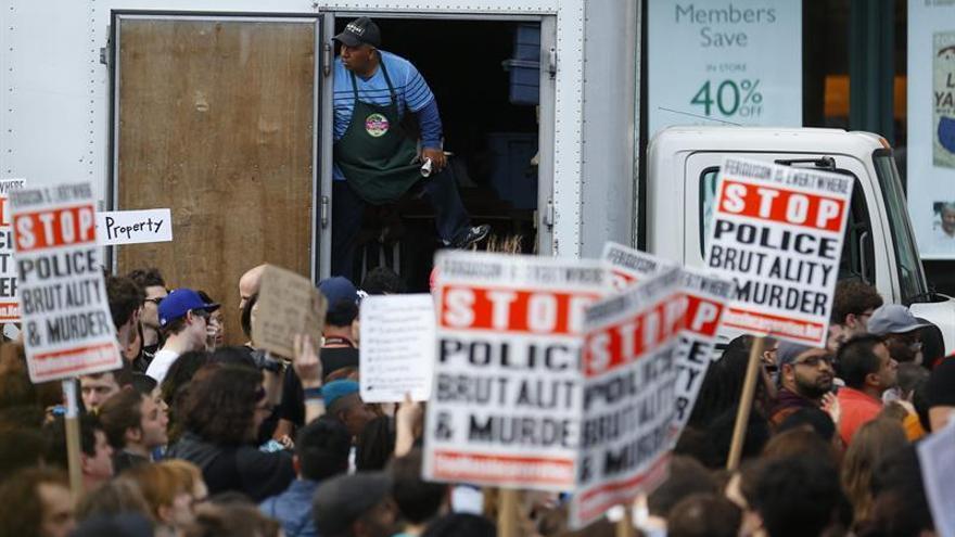 El policía que mató a un negro desarmado en EEUU condenado a cuatro años de cárcel