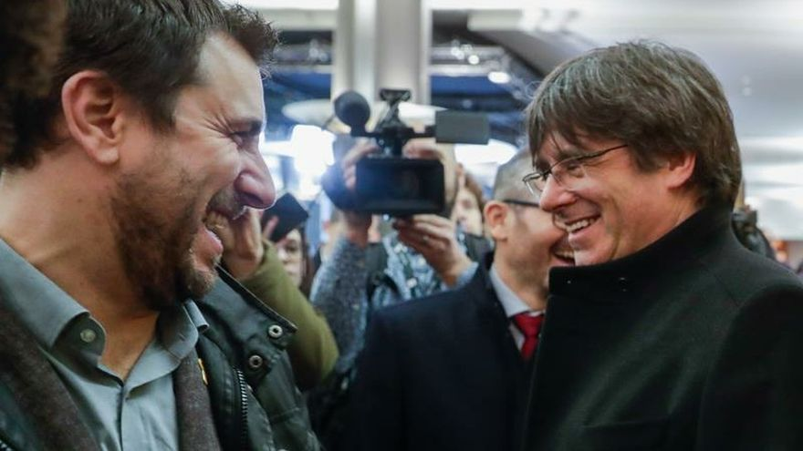 Puigdemont y Comín piden al Constitucional que levante sus órdenes de arresto