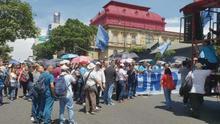 Sindicatos del sector salud protestan contra una ley fiscal en Costa Rica