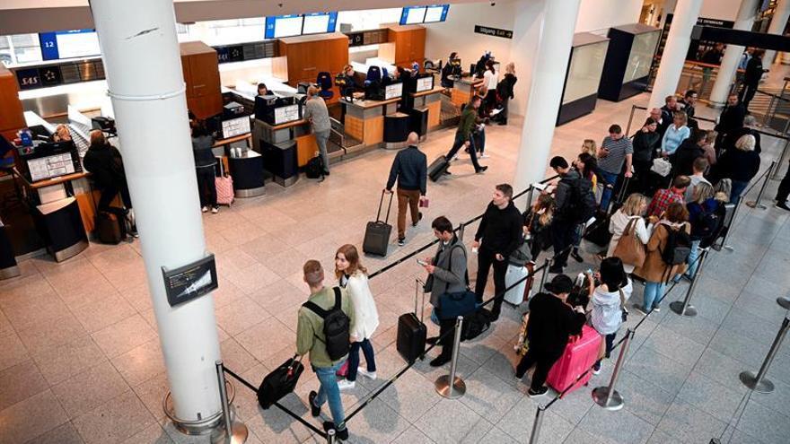 SAS cancela 673 vuelos por la huelga de sus pilotos en toda Escandinavia
