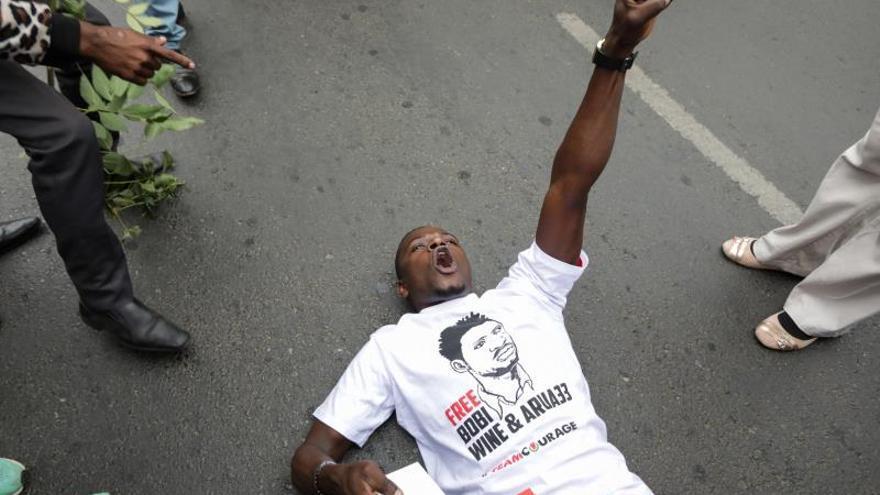 Dictan prisión preventiva para el músico y opositor ugandés Bobi Wine