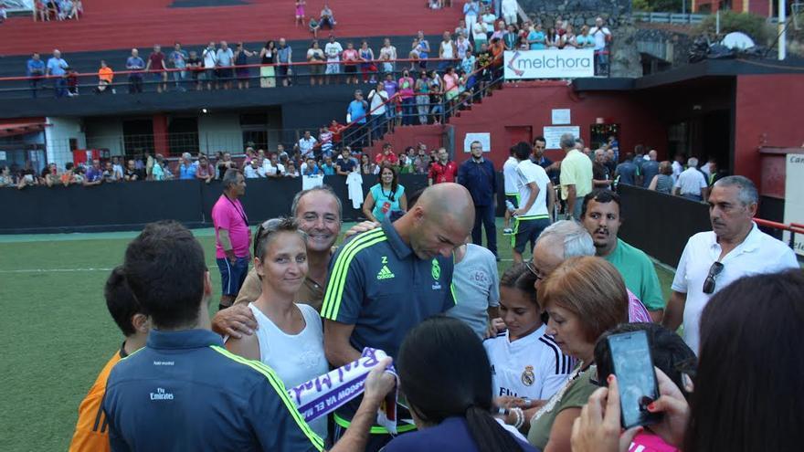La leyenda del fútbol levantó expectación en el estadio del CD Mensajro. Foto: JOSÉ AYUT.