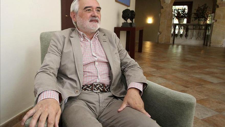 """Darío Villanueva: """"La RAE no inventa palabras ofensivas ni las promociona"""""""